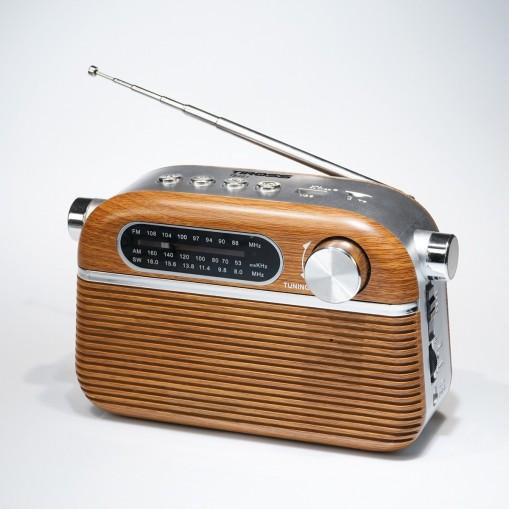 Radio przenośne z oldschoolowym designem